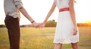 cute-couple-holding-hands